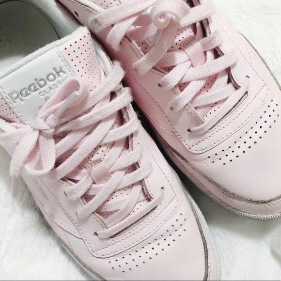 5856a3a843 Light Pink Reebok Classics 💓